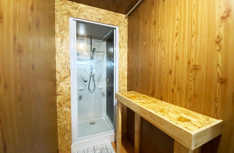 予約して20分200円で利用可能なシャワー室の写真です。