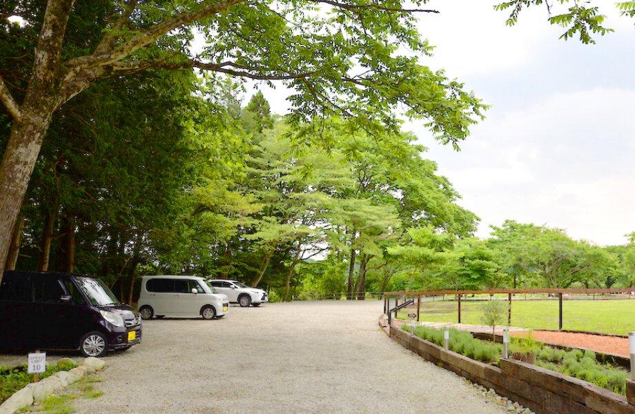 1日1台550円で利用できる駐車場の写真です。